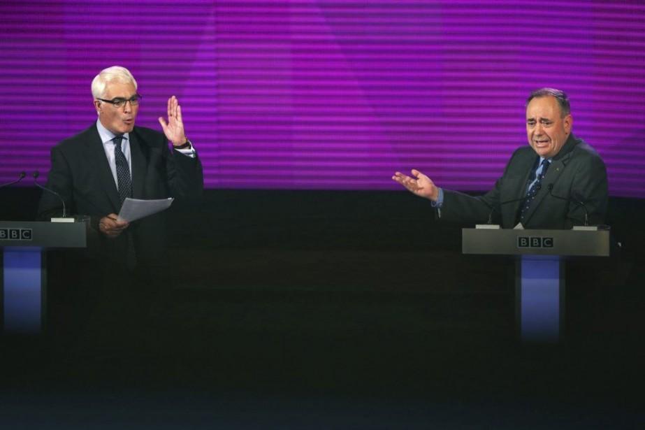 Alistair Darling et Alex Salmond... (PHOTO DAVID CHESKIN, AGENCE FRANCE-PRESSE)