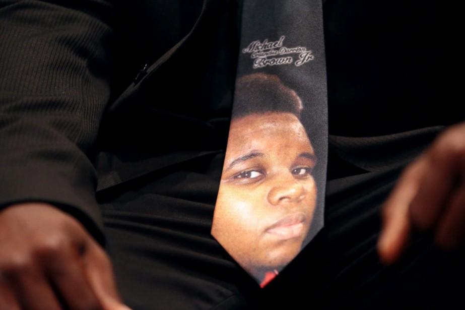 Un homme présent aux funérailles de Michael Brown,... (PHOTO ROBERT COHEN AP/ST. LOUIS POST DISPATCH)
