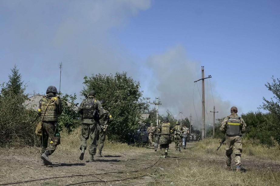 Ci-dessus, des combats à la frontière Ukraine-Russie... (Photo archives REUTERS)