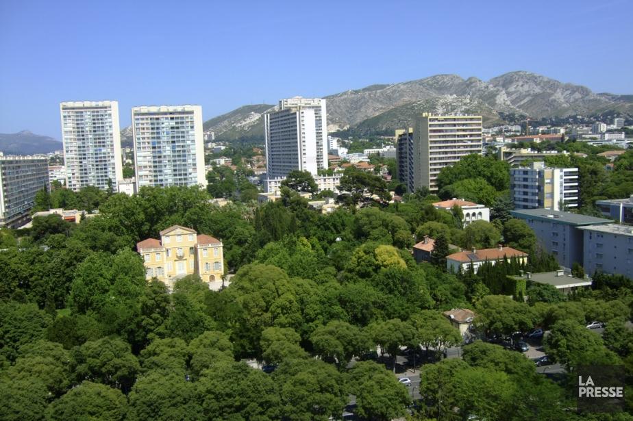 Marseille entre les murs de la cit radieuse andr e lebel france - Piscine municipale montreal marseille ...