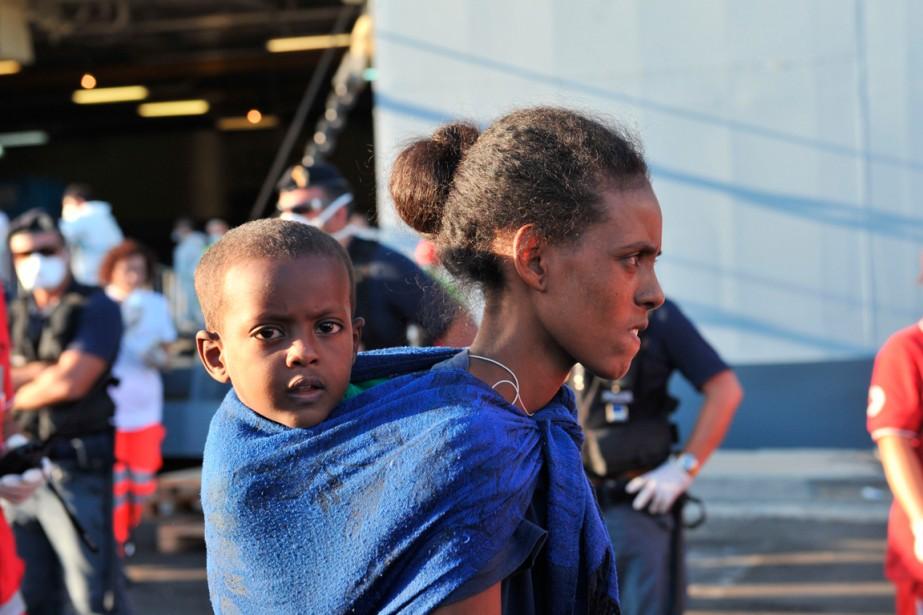 Cet enfant et sa mère font partie des... (PHOTO ALFONSO DI VINCENZO, AGENCE FRANCE-PRESSE)