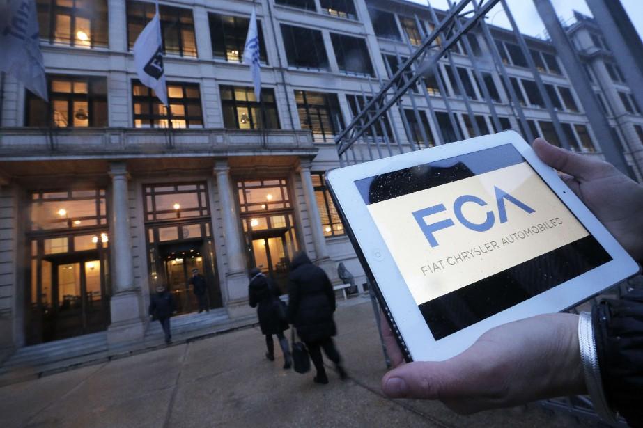 Le logo de Fiat-Chrysler Automobiles... (PHOTO MARCO BERTORELLO, AFP)