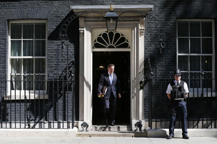 Le premier ministre britannique, David Cameron, quitte sa... (PHOTO SUZANNE PLUNKETT, ARCHIVES REUTERS)