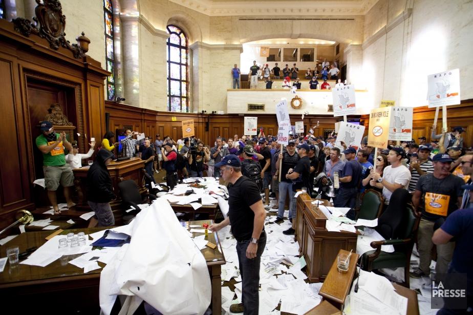 Une manifestation contre le projet de loi 3... (Photo Sarah Mongeau-Birkett, La Presse)