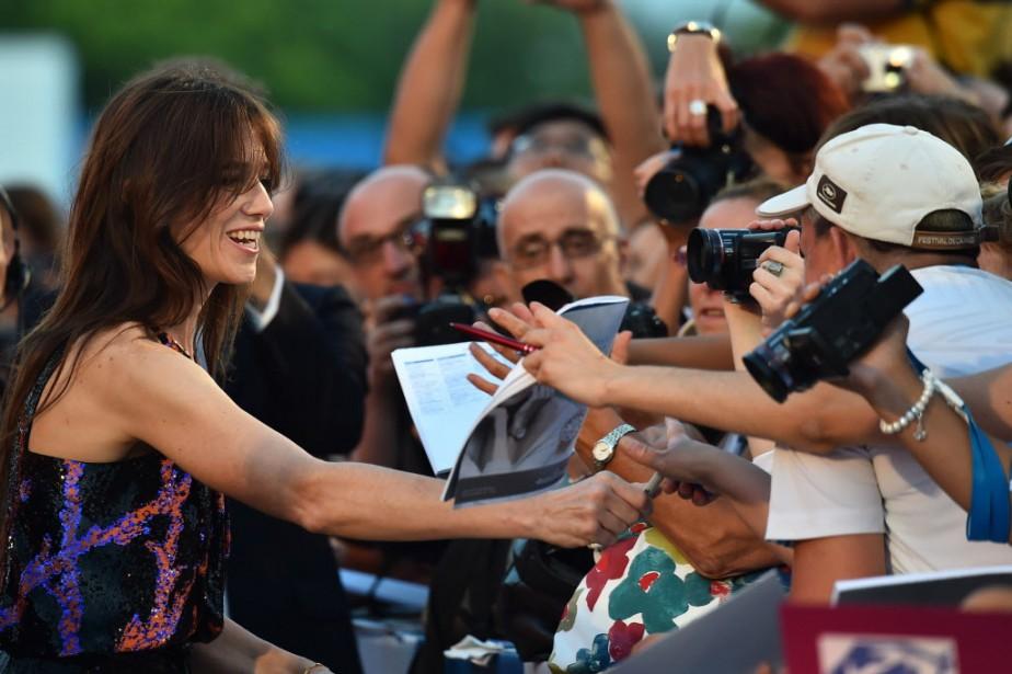 Jour 6 - Charlotte Gainsbourg lors de son arrivée à la projection du film <em>3 Coeurs</em>. (Photo GABRIEL BOUYS, AFP)