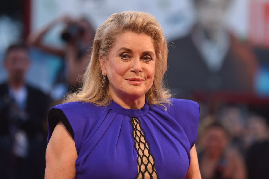 Jour 6 - Catherine Deneuve a foulé le tapis rouge avant la projection du film <em>3 Coeurs</em>. (Photo TIZIANA FABI, AFP)