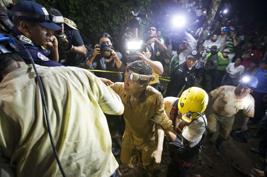 Au moins 26 personnes se sont retrouvées coincées... (Photo Esteban Felix, AP)