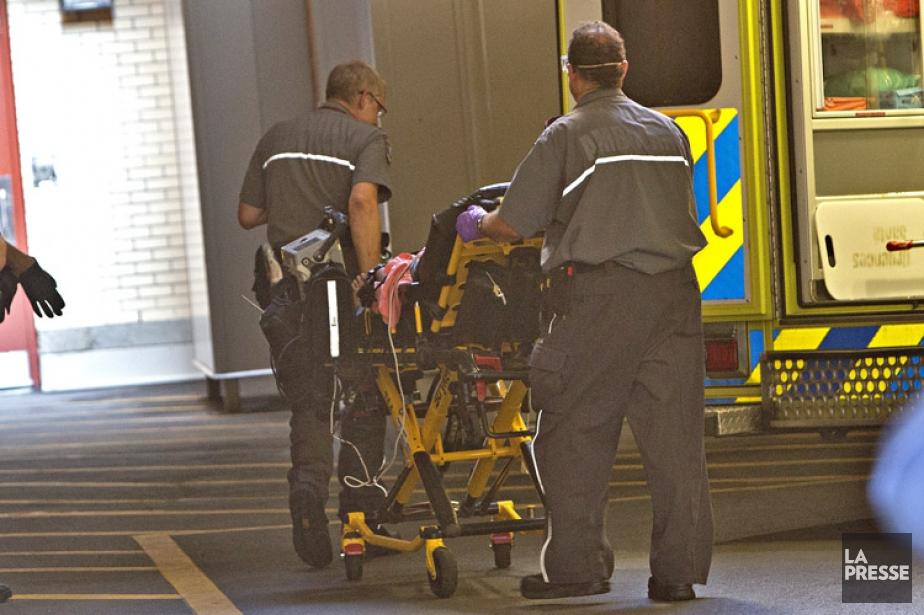 Une patiente a été transportée à l'hôpital St-Luc.... (PHOTO PATRICK SANFAÇON, LA PRESSE)