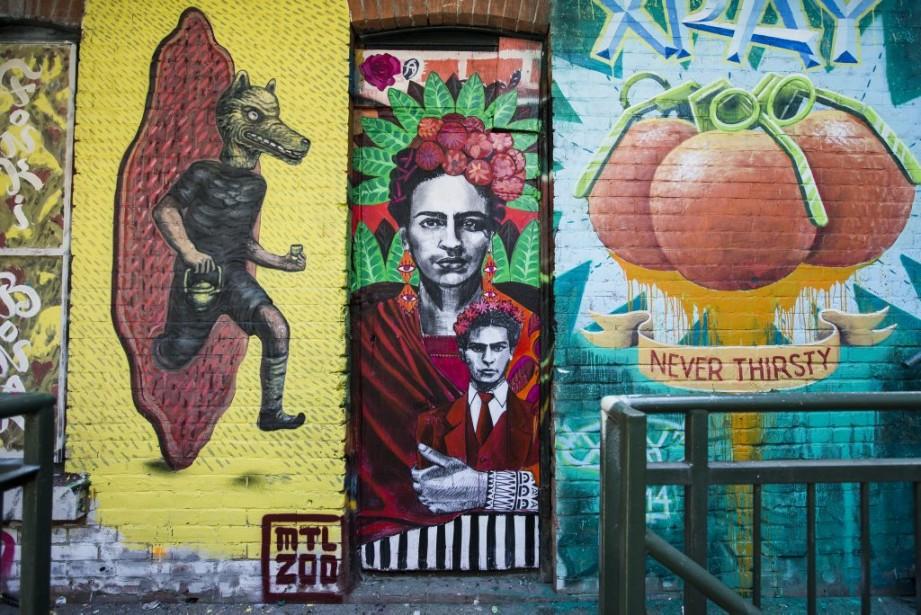 Trois oeuvres réalisées par les artistes Bonar, Miss Me et X-Ray se suivent au deuxième étage du patio. (Photo: Olivier Pontbriand, La Presse)