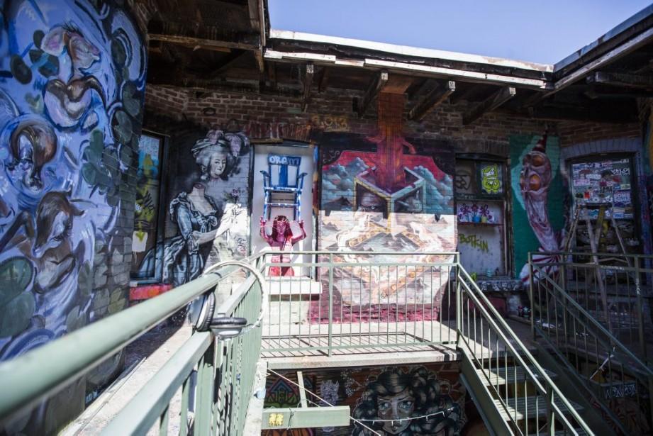 À l'étage supérieur du patio décoré par les artistes dans le cadre de<em> Cabane à sucre</em>, on trouve notamment des oeuvres d'En masse et de Lina Kretzschmar. (Photo: Olivier Pontbriand, La Presse)