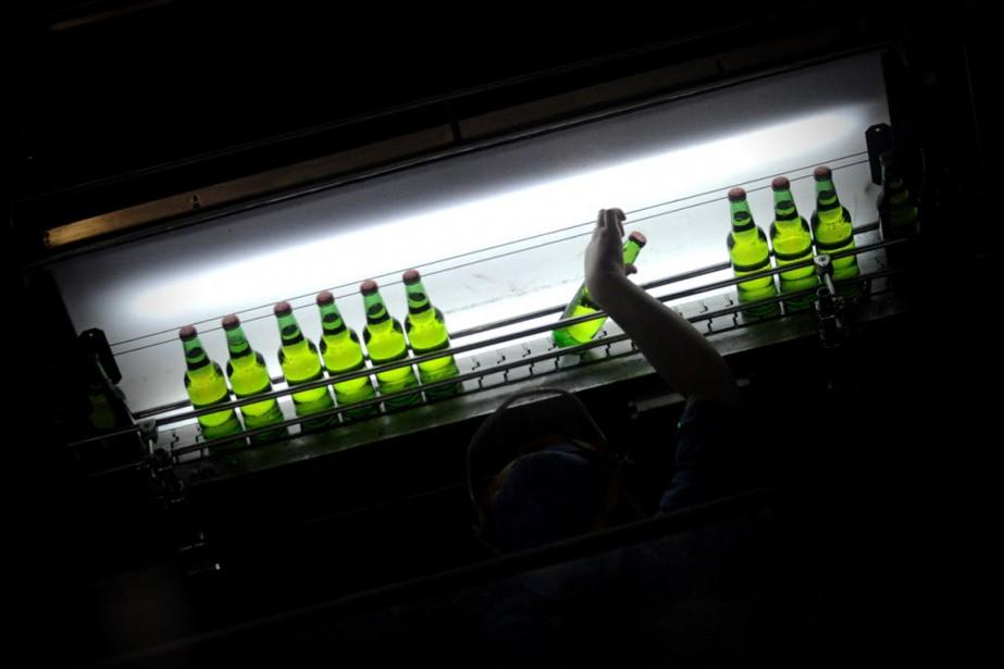 Tsingtao n'a que 17% de parts de marché... (PHOTO WANG ZHAO, AFP)