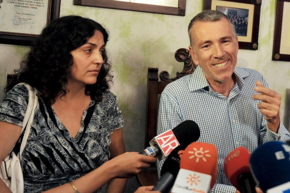 Les parents du petit Ashya, Brett et Naghemeh,... (PHOTO CRISTINA QUICLER, AFP)