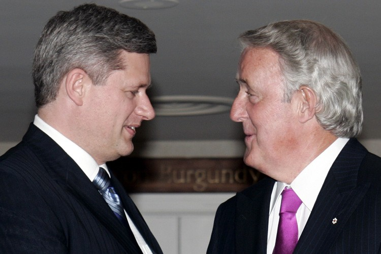 Stephen Harper et Brian Mulroney en 2006.... (Archives PC)