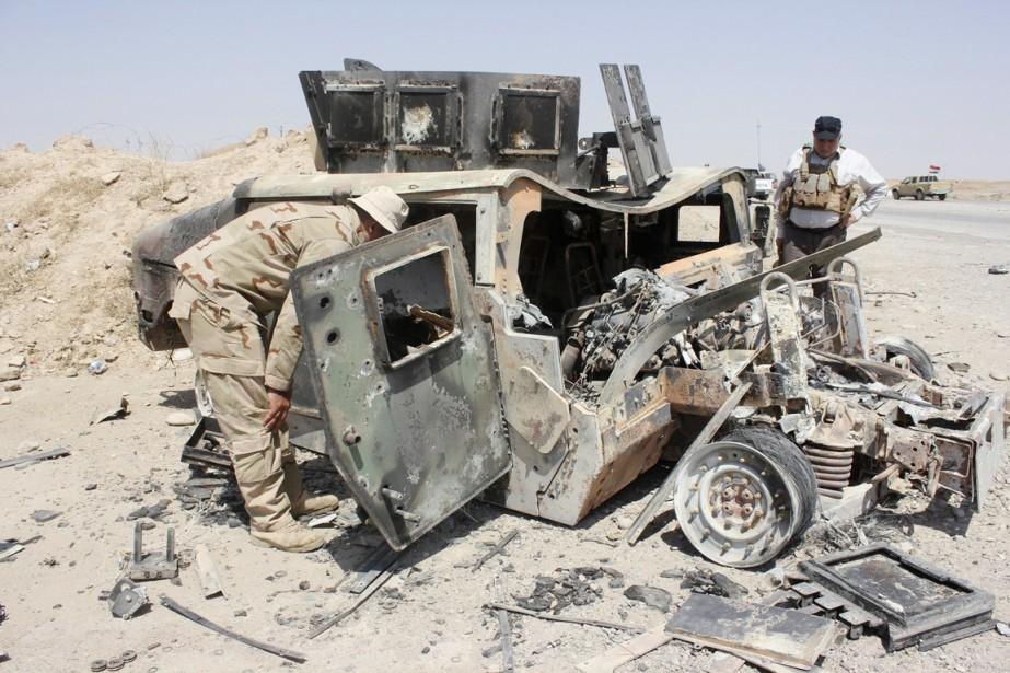 La carcasse d'un Humvee américain appartenant à des... (PHOTO REUTERS/STRINGER)