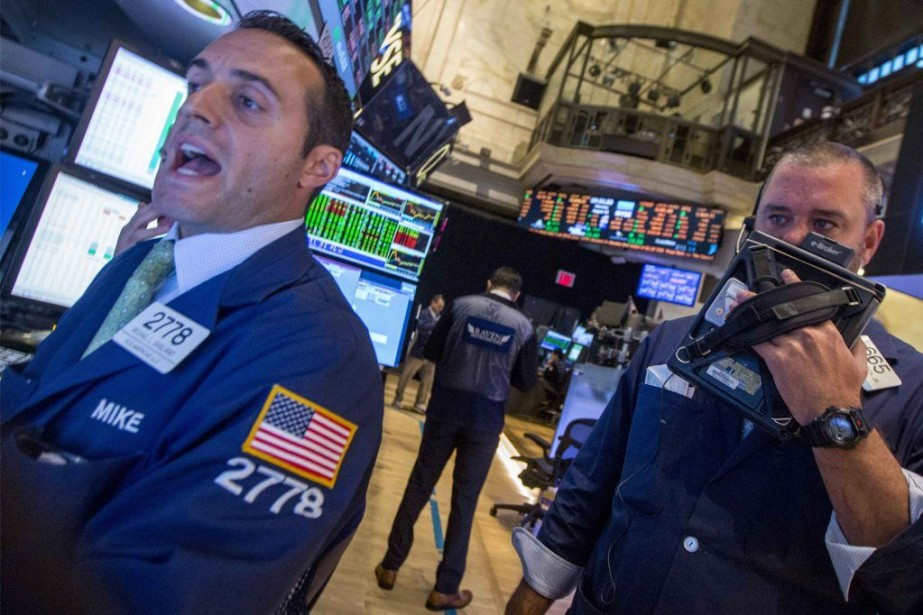 Les courtiers de Wall Street attendent avec impatience... (PHOTO BRENDAN MCDERMID, REUTERS)
