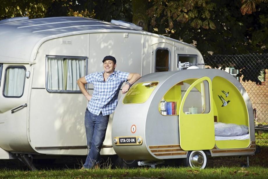 Le Britannique Yannick Read a conçu la plus petite caravane jamais construite, mesurant moins de 2,4 mètres mais comprenant néanmoins lit simple, bar et bouilloire pour le thé. (Photo AFP)