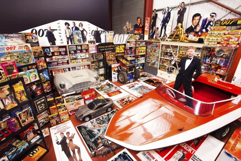 Le Britannique Nick Bennett est le propriétaire du plus grand nombre d'objets souvenirs liés au film <em>James Bond</em> avec 12 463 articles. (Photo AFP)