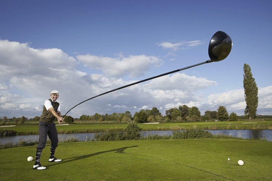L'Allemand Karsten Maas a créé un bâton de golf de 4,39 mètres, le plus long enregistré. (Photo AFP)