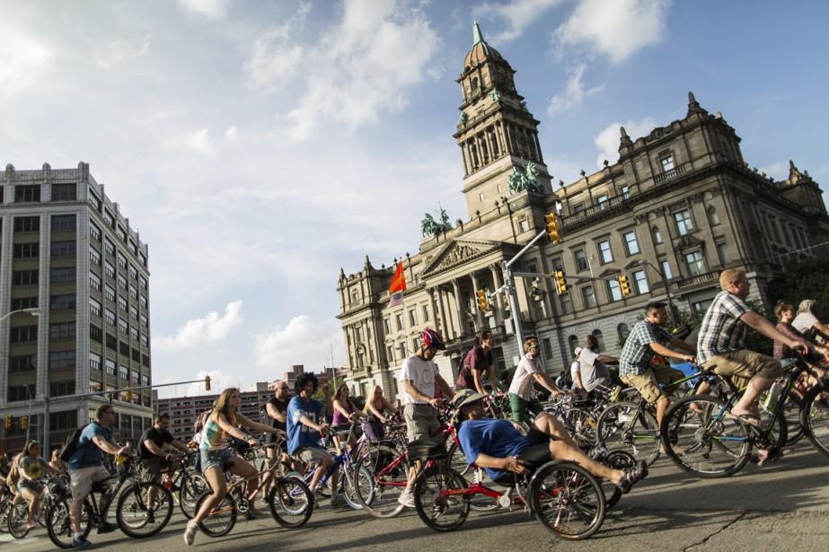 Chaque semaine, le «slow roll» réunit des cyclistes de tous âges et de toutes conditions physiques pour un tour de ville. (Photo Edouard Plante-Fréchette, La Presse)