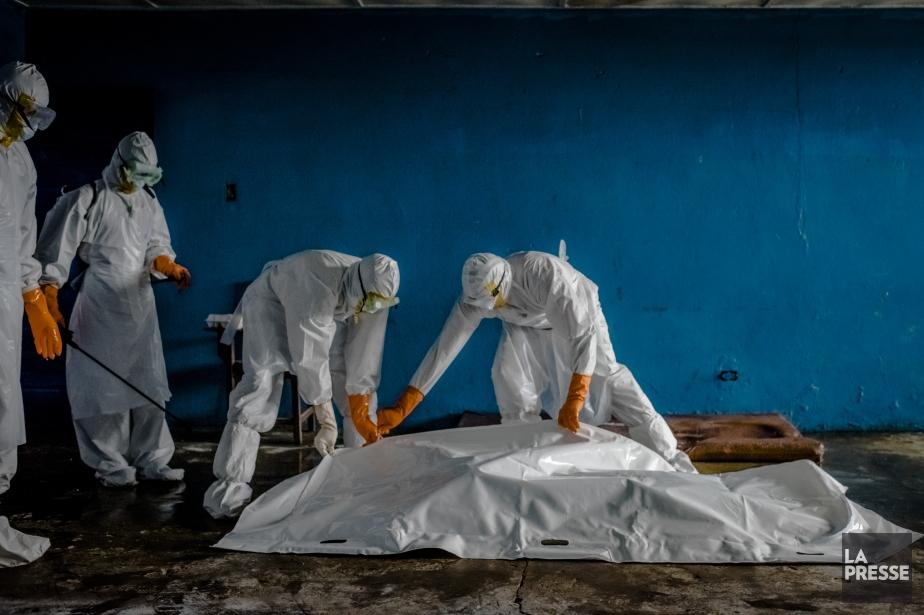 Alors que le virus Ebola, ayant déjà tué plus de 3800... (Archives La Presse)