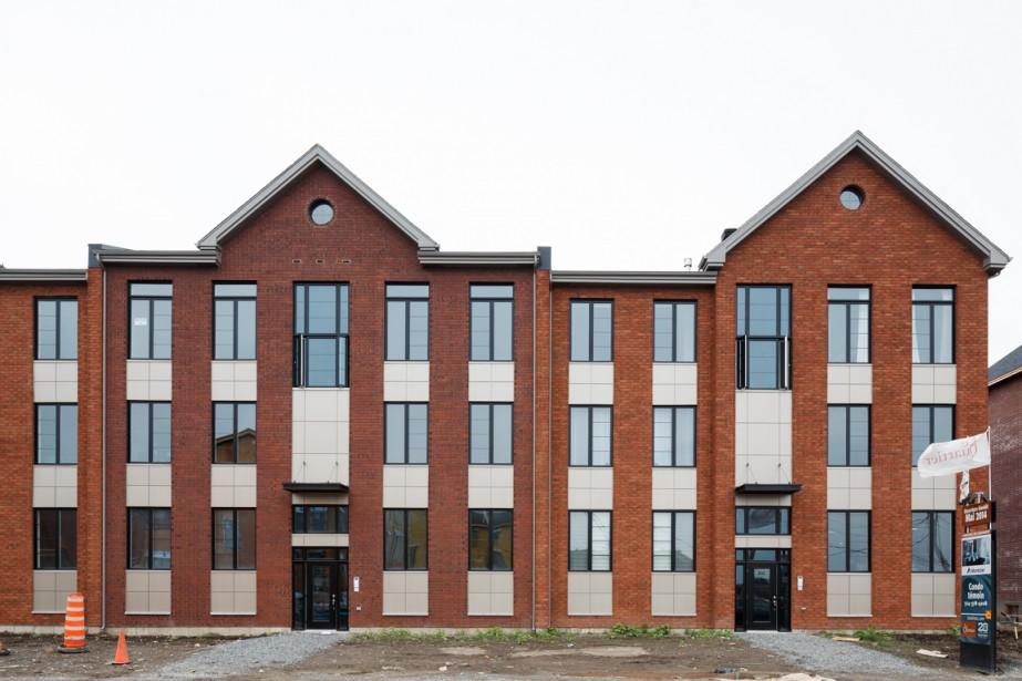 Les copropriétaires ont commencé à emménager dans les condos des Terrasses des Équinoxes, de Montclair. En tout, 84 seront construits. (PHOTO ULYSSE LEMERISE, LA PRESSE)