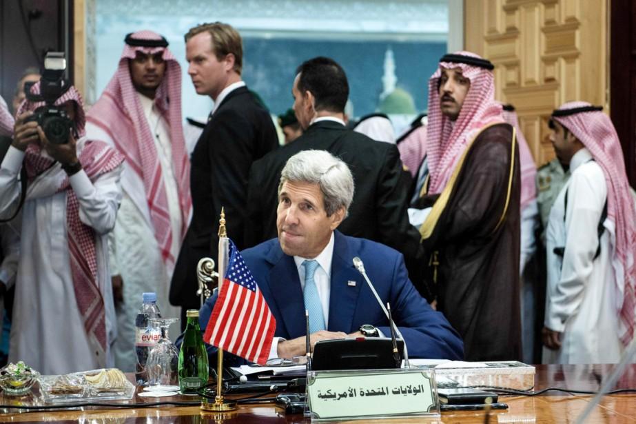 Lesecrétaire d'État américain John Kerry à Jeddah, le... (PHOTO BRENDAN SMIALOWSKI, REUTERS)