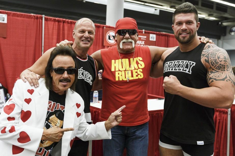 Hulk Hogan, entouré de Jimmy Hart ainsi que... (PHOTO ULYSSE LEMERISE, COLLABORATION SPÉCIALE)