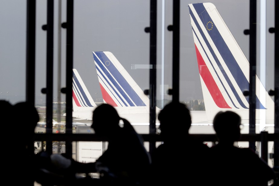 Air France conseille à ses passagers de modifier... (Photo KENZO TRIBOUILLARD, AFP)