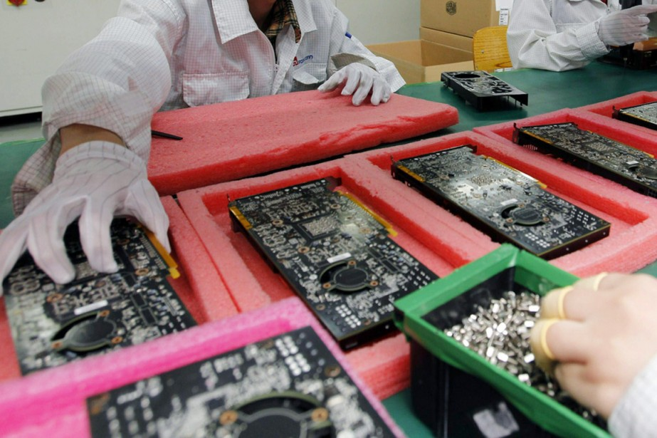 Les usines électroniques malaisiennes sont d'importants fournisseurs de... (PHOTO ARCHIVES AP)