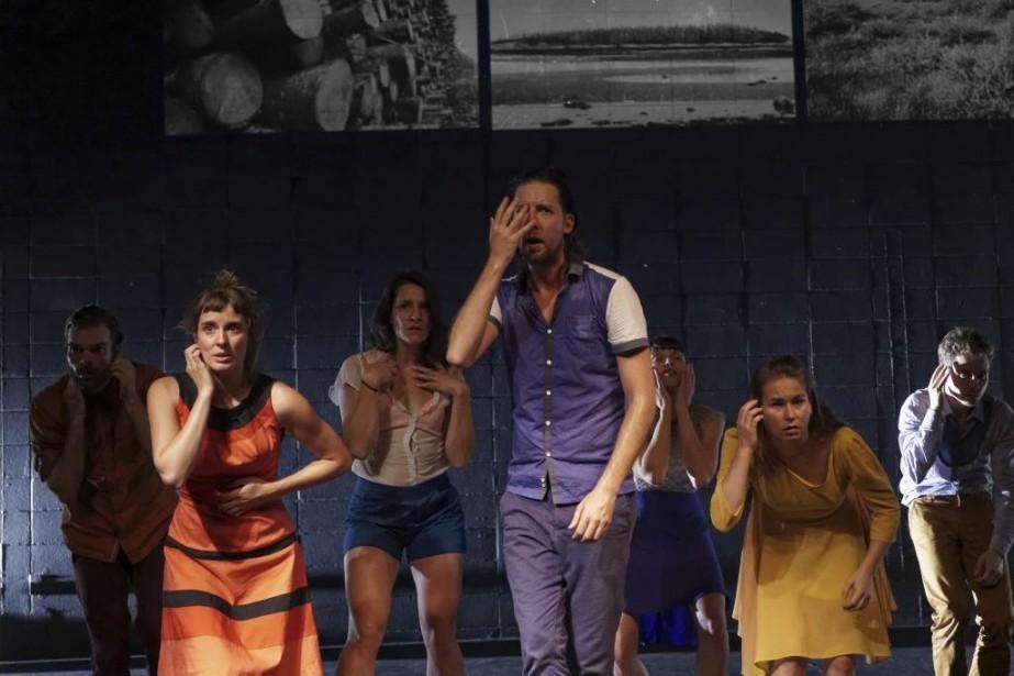 Les sept jeunes comédiens, sous la direction créative... (Photo: Yan Turcotte, fournie par La Chapelle)