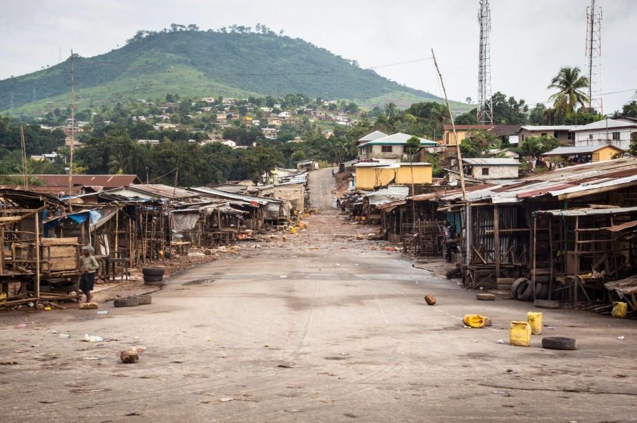 Le gouvernement sierra-léonais a décrété trois jours d'arrêt... (Photo Michael Duff, AP)