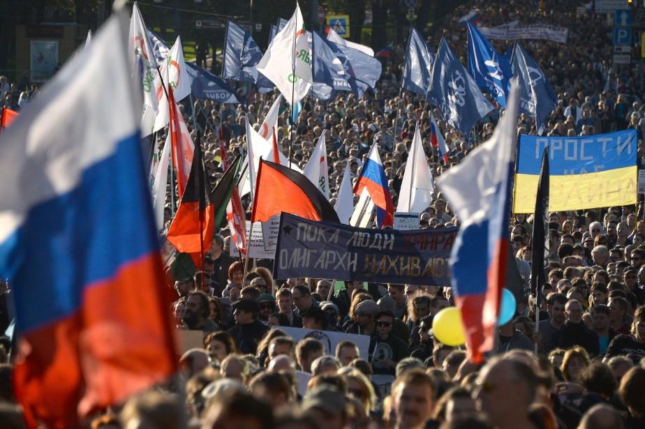 La foule a scandé des slogans tels que... (Photo VASILY MAXIMOV, AFP)