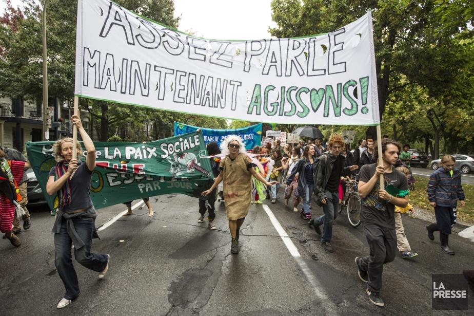 À Montréal, environ 3000 personnes ont participé à... (PHOTO OLIVIER PONTBRIAND, LA PRESSE)