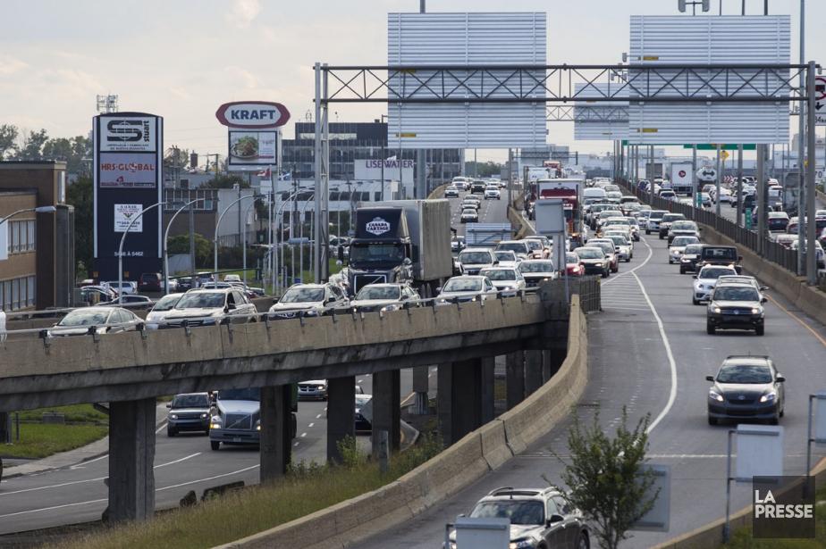 Le trafic trop important sur la Métropolitaine est... (PHOTO OLIVIER PONTBRIAND, LA PRESSE)