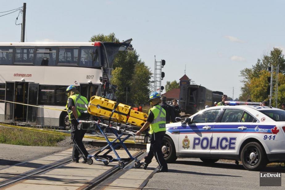 Six personnes, dont le chauffeur de l'autobus d'OC... (PHOTO PATRICK WOODBURY, ARCHIVES LE DROIT)