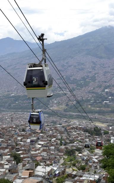Le Metrocable, prolongement du métro deMedellín, relie les quartiers installés dans les hauteurs de la ville à son centre-ville. (Photo Violaine Ballivy, La Presse)