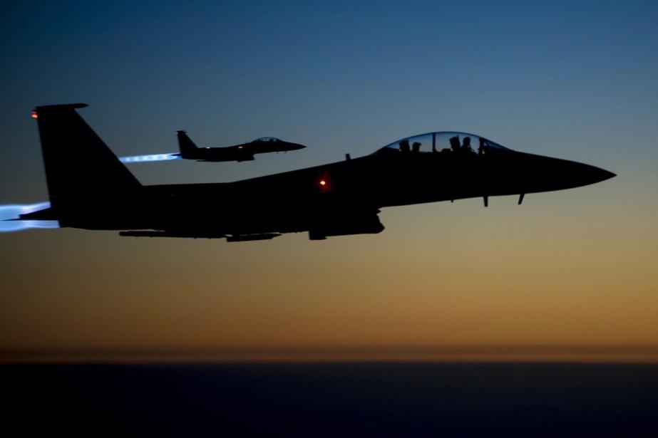 Deux F-15E américains survolent le nord de l'Irak... (PHOTO MATTHEW BRUCH, ARCHIVES AP/U.S. AIR FORCES)