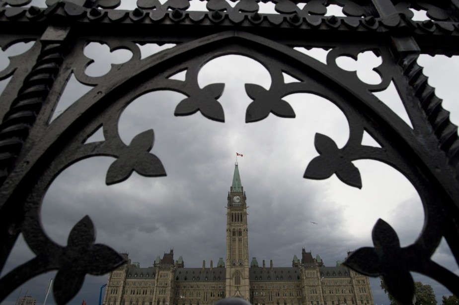 Le gouvernement fédéral a affiché... (Photo Adrian Wyld, La Presse Canadienne)
