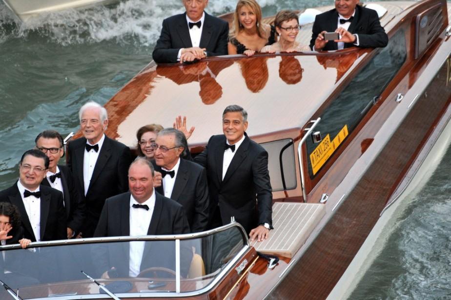 Le comédien, radieux, avait traversé samedi matin le Grand Canal à Venise, suivi par une vingtaine d'embarcations de paparazzi. | 27 septembre 2014