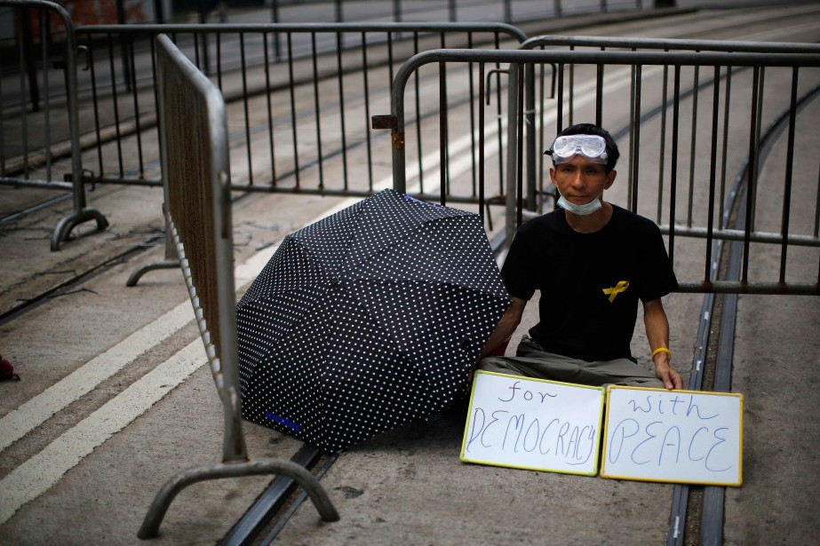 «Pour la démocratie et la paix.» (PHOTO: REUTERS)