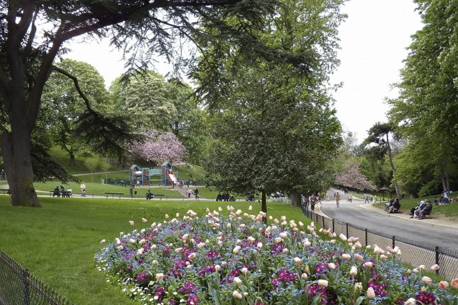 Le magnifique parc des Buttes Chaumont se situe dans le 19e arrondissement de Paris. (Photo Marie-Christine Blais, archives La Presse)