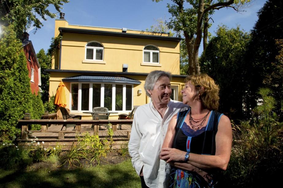 C'est dans le duplex d'André Brunet et de Marie Adam, dans le Vieux-Longueuil, qu'évolue la famille la famille de la télésérie <em>Un sur 2</em>, diffusée à TVA. (Photo Alain Roberge, La Presse)