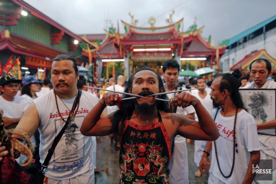 Cela fait près de 200 ans que ces rituels se répètent à Phuket, orchestrés par la communauté chinoise locale depuis 1825. (Photo DAMIR SAGOLJ, Reuters)
