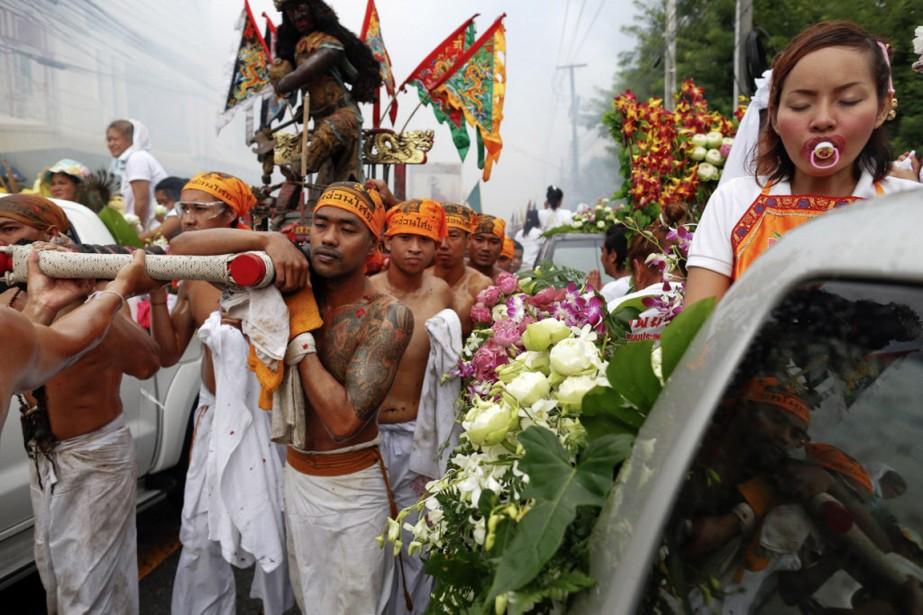 Selon l'Autorité du tourisme de Thaïlande, le festival attire quelque 300 000 visiteurs supplémentaires à Phuket, pendant les neuf jours du festival. (Photo DAMIR SAGOLJ, REUTERS)