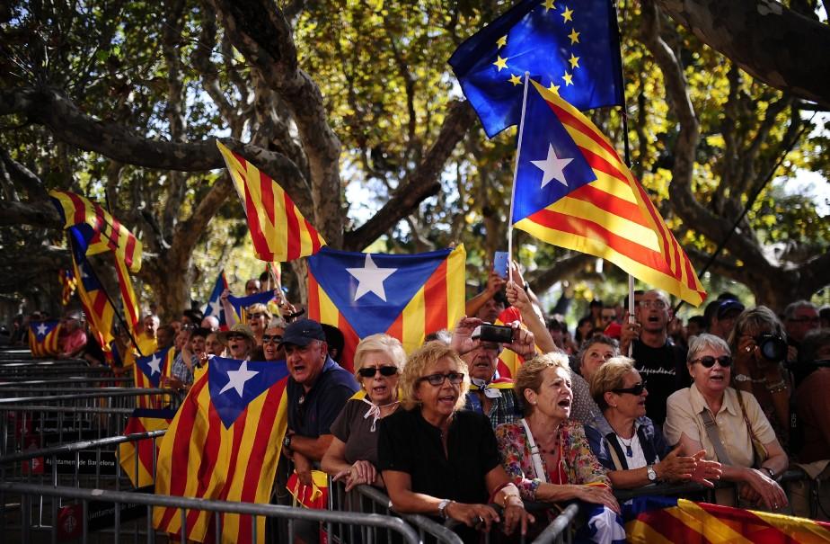 Madrid compte sur les tribunaux pour freiner les... (Photo Manu Fernandez, Associated Press)