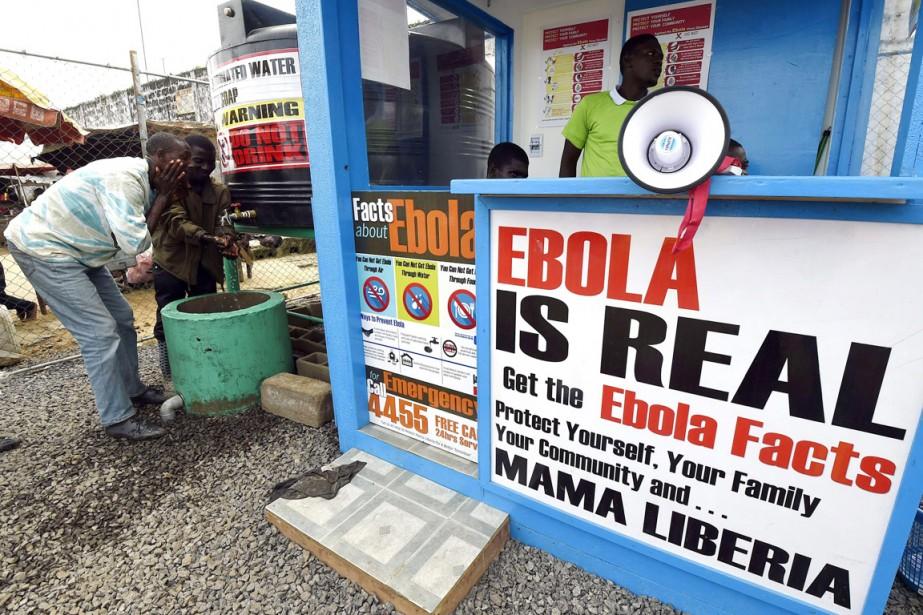 Malgré l'épidémie, à Monrovia, certains continuent de douter... (PHOTO  PASCAL GUYOT, ARCHIVES AFP)