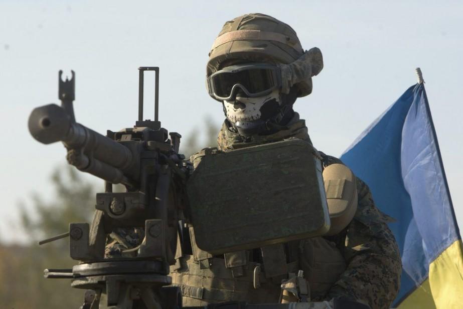 Un soldat ukrainien participe à une patrouille sur... (PHOTO ANATOLII BOIKO, AFP)