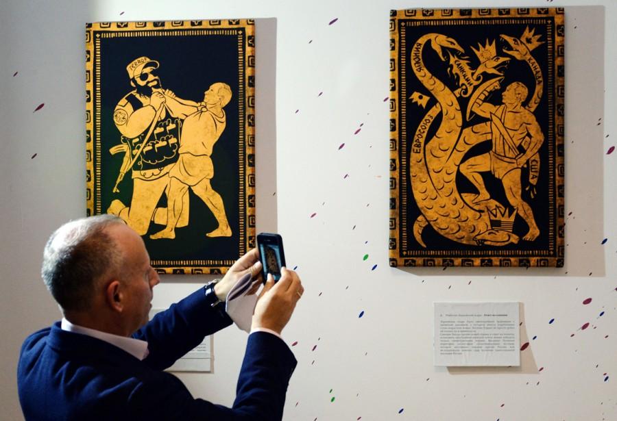 Poutine étranglant un terroristeou encore affrontant bouclier et glaive à la main l'hydre de Lerne, dont les têtes - Union européenne, Canada ou Japon - crachent des «sanctions». (PHOTO VASILY MAXIMOV, AFP)