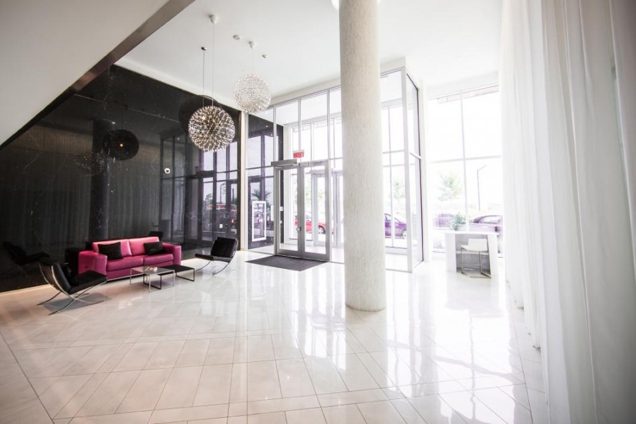 Le hall d'entrée de la cinquième phase du Solano donne le ton. Il contribue à donner à l'immeuble sa propre identité. ()