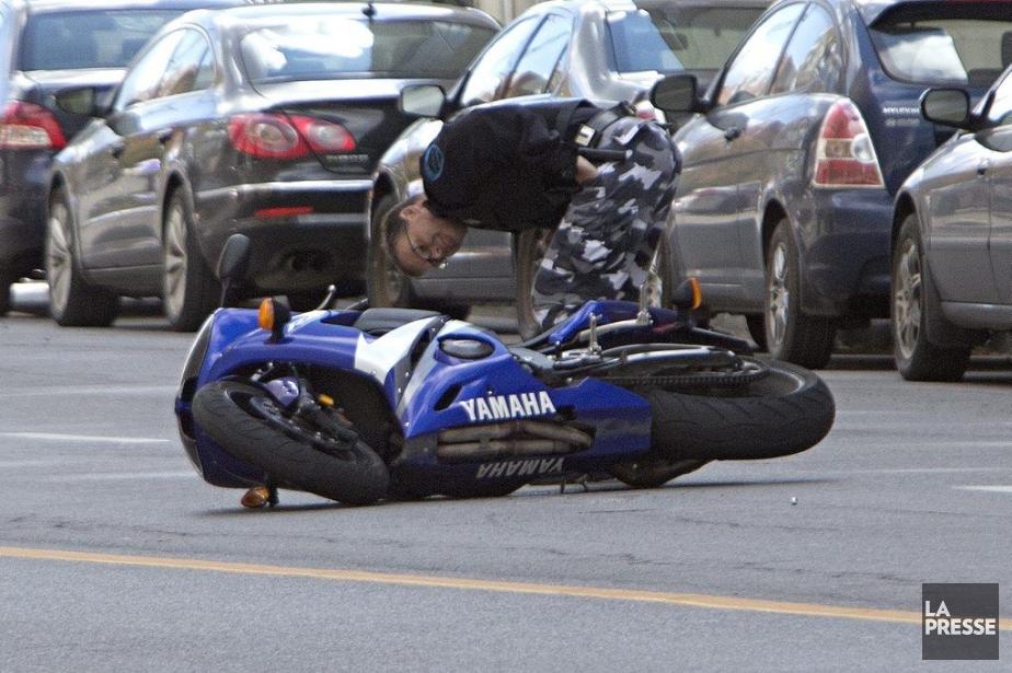 Pour une raison encore inconnue, le motocycliste qui... (PHOTO PATRICK SANFAÇON, LA PRESSE)